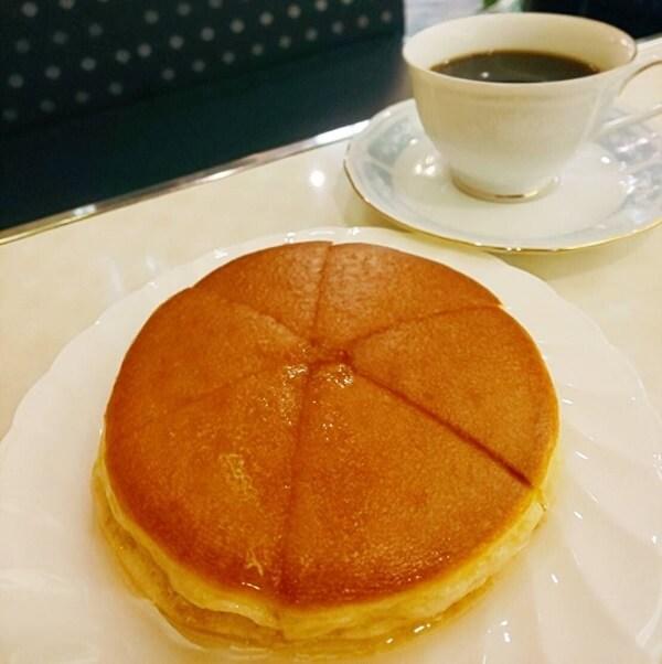 難波にある純喫茶アメリカンのホットケーキ