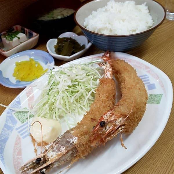 堺市にあるえびいちの大エビフライ定食
