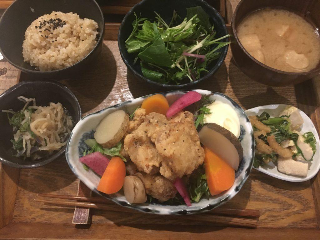 PUBLIC KITCHEN cafeの有機野菜定食