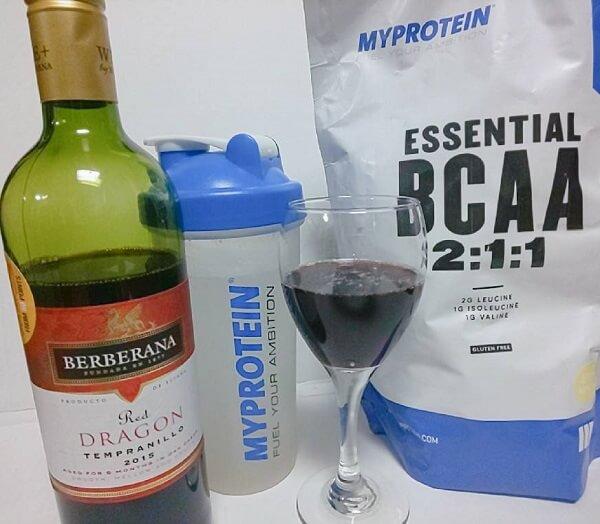 BCAAカクテルのビターレモンとワインでアメリカン・レモネード風
