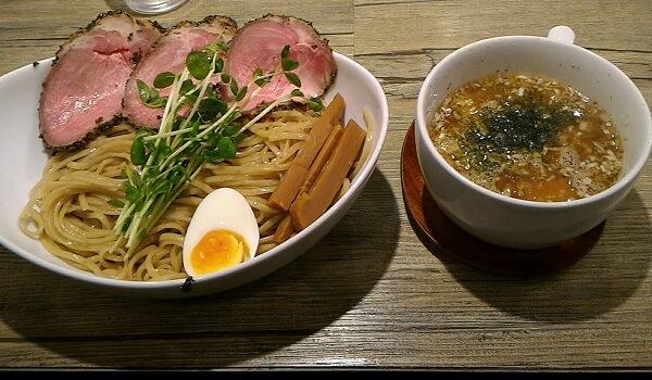 奈良市にあるアノラーメン製作所のパインスープつけ麺