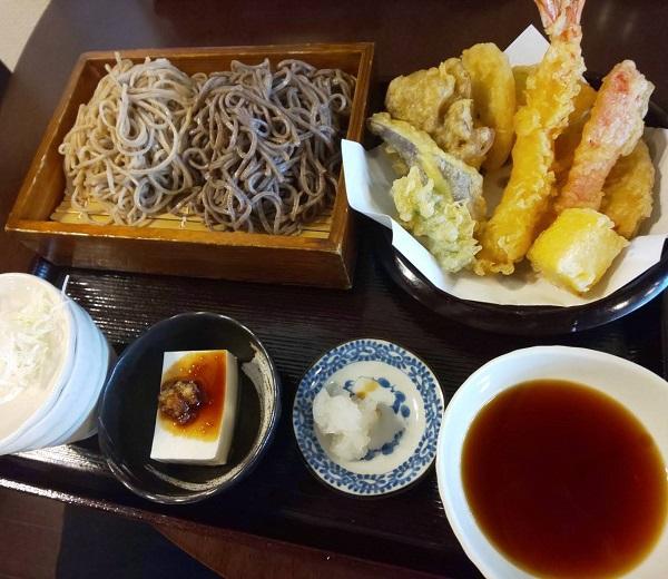 奈良市にあるそば処 鴟尾の2色盛ざる蕎麦