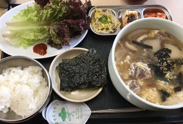 鶴橋にある冷麺館のカルビスープ定食