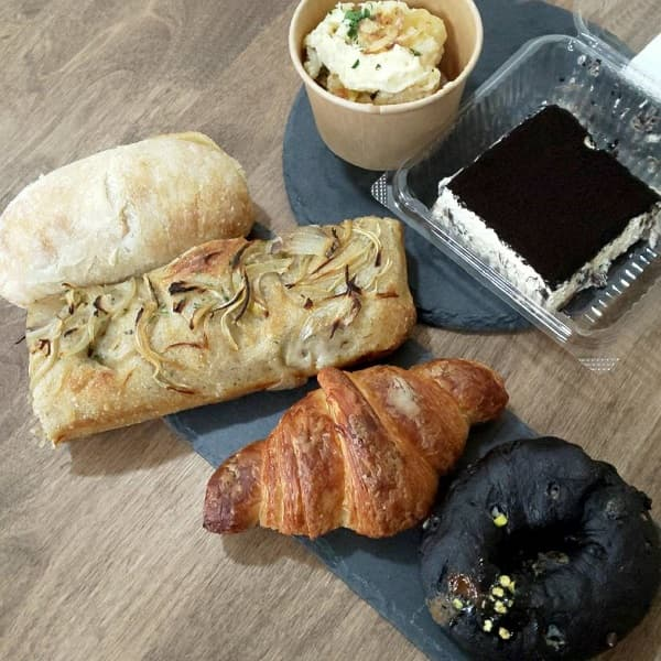 羽曳野市にあるザ ベイク ストアの焼きたてパンとお惣菜