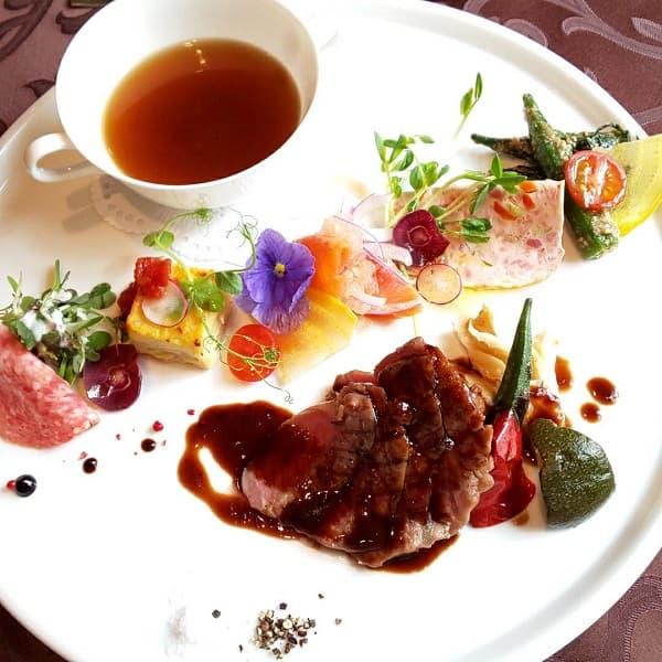 大阪府の結婚式場、アンジェリカ ノートルダムの和牛ステーキプレート
