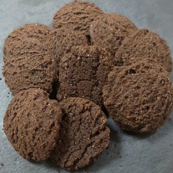 完全栄養食のベースクッキーのココア味