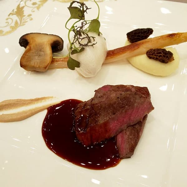 大阪府の結婚式場、セントグレース ヴィラの肉料理